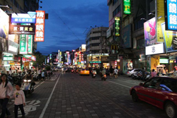Nightmarkets in Taichung - ESL in Taiwan